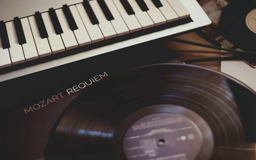 Classical piano vs Pop piano