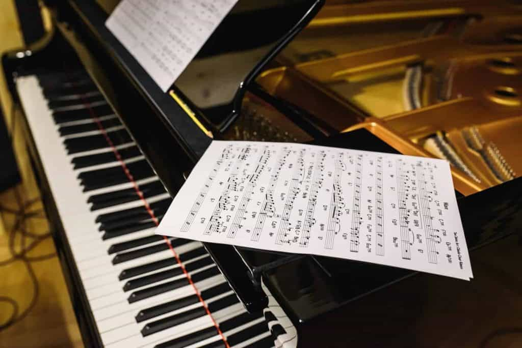 Learn basic piano chords
