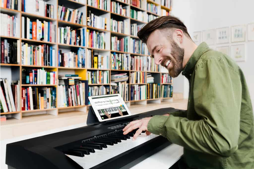 Felix taking online piano lessons with skoove